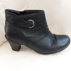 Softmoc Dharma Black Leather Heeled Bootie, 40/9.5
